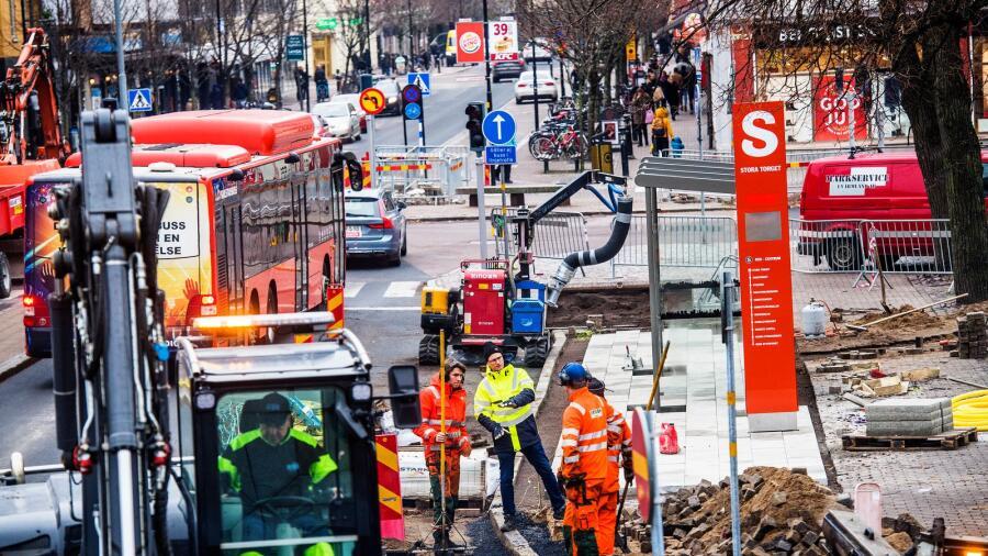 Det pågår arbete in i det sista med att färdigställa snabbusslinjen mellan  Rud och Stora torget i Karlstad. d0483f55701ca
