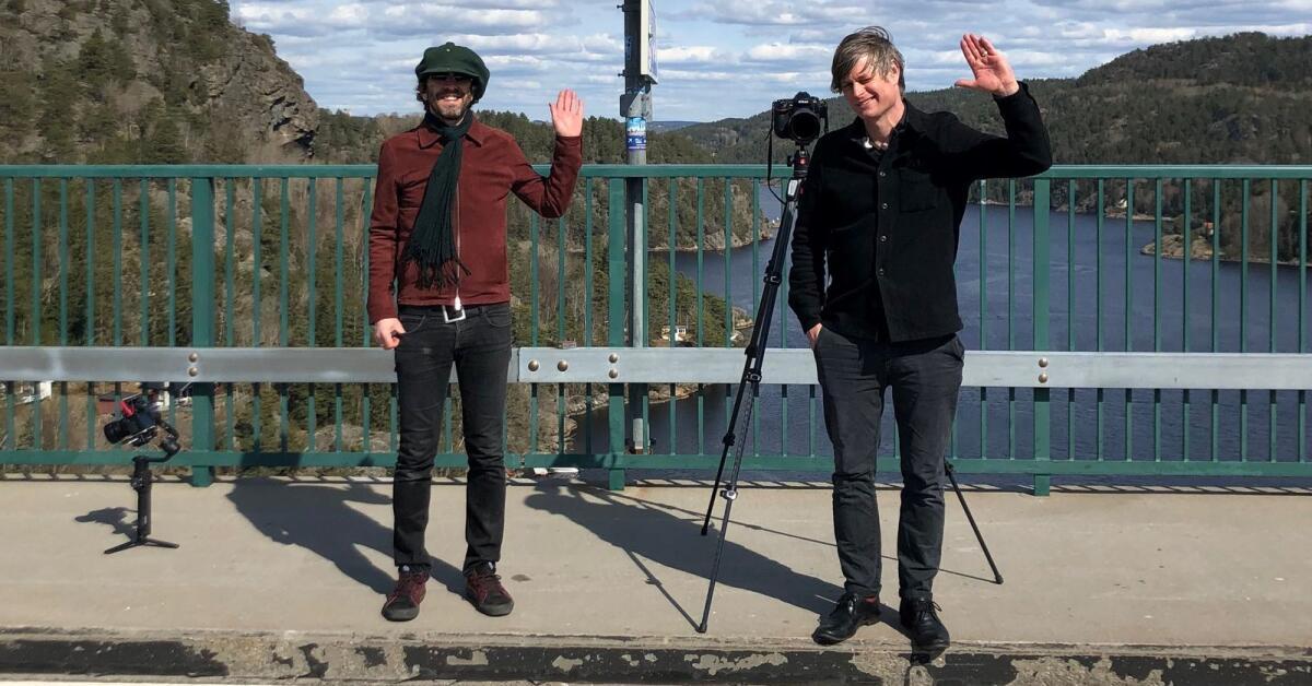 Värmländsk duo möttes för brokonsert vid svensk-norska gränsen