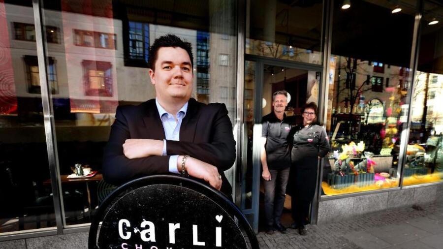 Billy Skogh tog över som ägare av Carli choklad i våras. Nu expanderar  företaget på Järnvägsgatan i Karlstad. a658d674e90a9