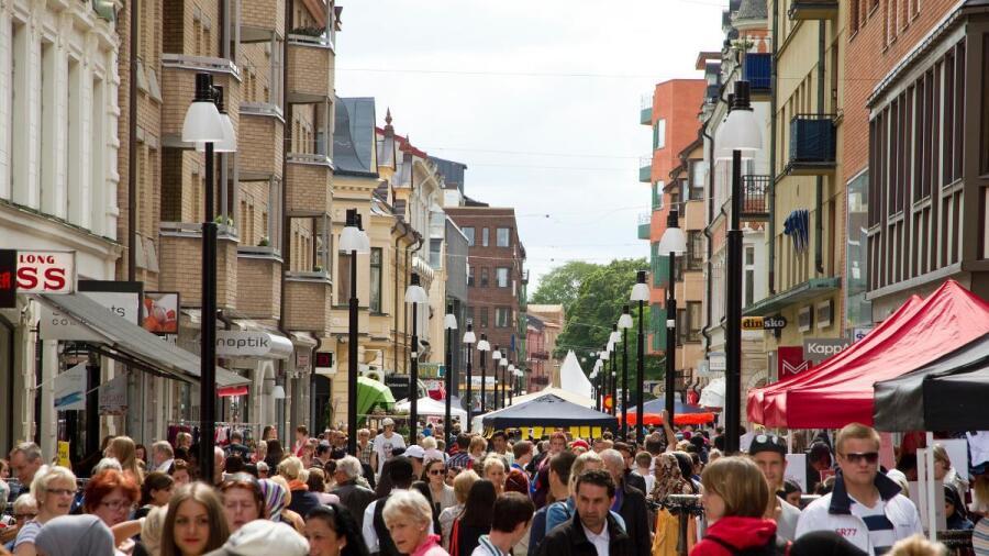 Alla vill ha en trygg och levande stadskärna. Frågan är bara hur det ska gå  till. I Örebro har vi lyckats ganska väl a21bdd66ec296