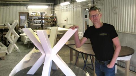 Runt bord med (1) iläggsskiva – Rustikunik Design