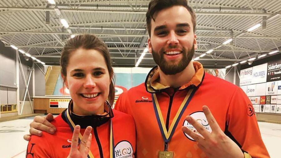 Anna Hasselborg och Oskar Eriksson efter att ha bärgat tredje SM-guldet i  mixeddubbel. Duon är favorit till ett fjärde i mästerskapet som spelas i  Karlstad ... 8e856f10e277f