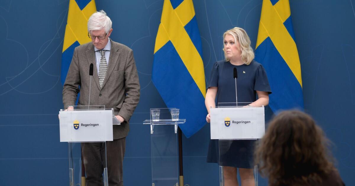 LIVE: Presskonferens med Lena Hallengren och FHM
