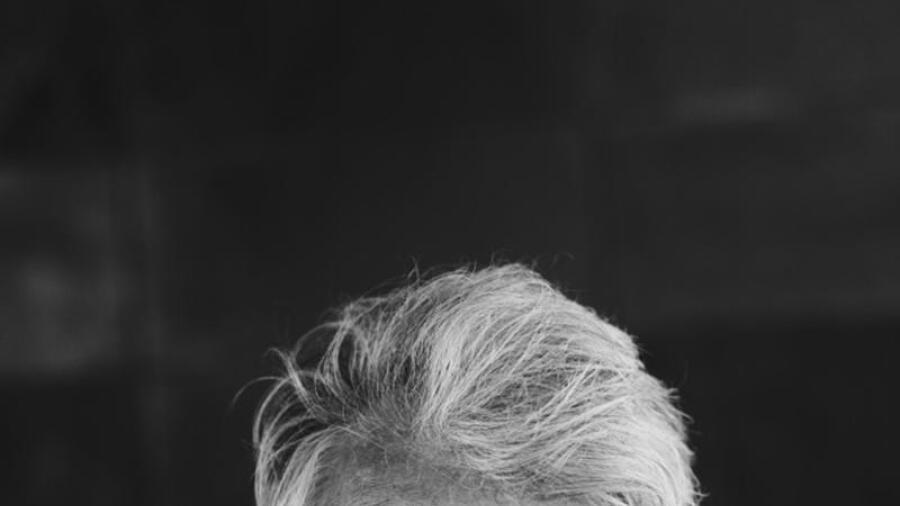 Komikern och musiker Ronny Eriksson kommer till tre värmländska städer. Han  lovar pengarna tillbaka till den som inte är nöjd med föreställningen. a46ce5858c01f